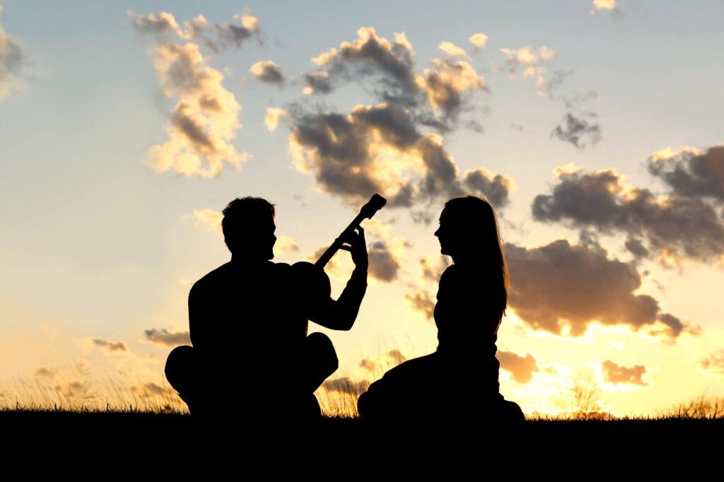 para na randkę o zachodzie słońca