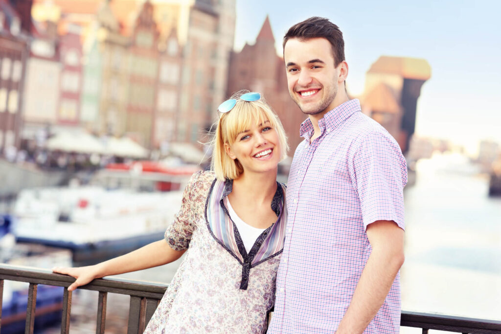 piękna para na randce w mieście Łodzi